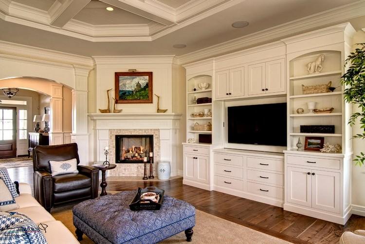 Красивый современный угловой камин в квартире