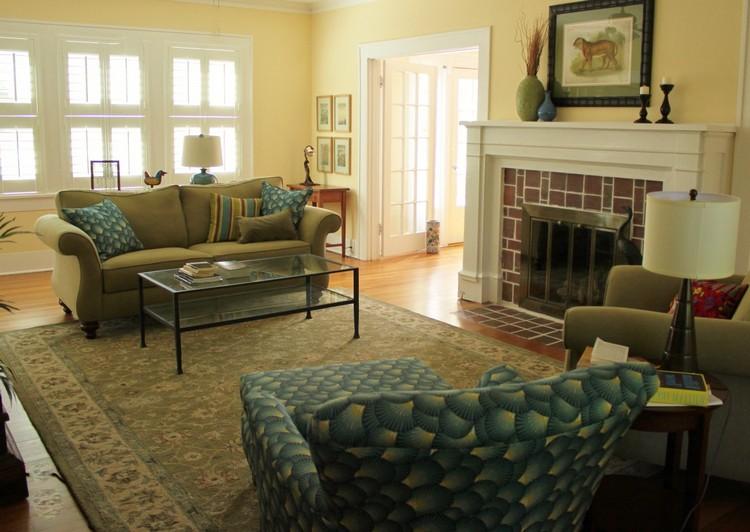 Оливковая мебель в гостиной: стулья и диваны, пуфики и столики