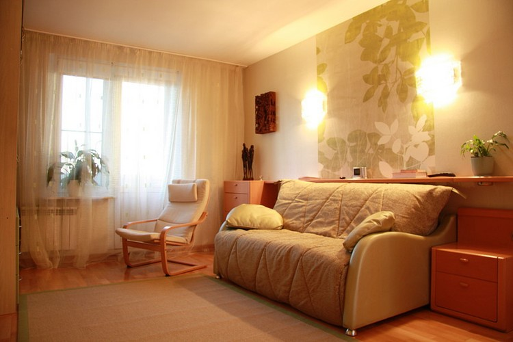 Отделка и освещение в гостиной в хрущевке