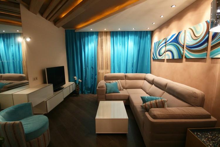 Бирюзовый и бежевый цвета для гостиной в хрущевке
