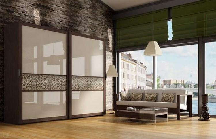 Шкаф-купе в обустройстве современного интерьера гостиной: готовые идеи для декора с фото