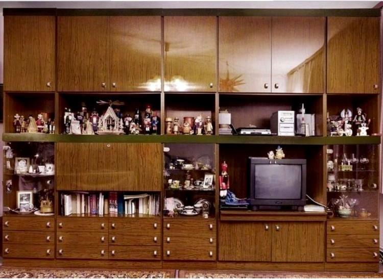 Какими способами можно обновить старую стенку в гостиной: идеи декора и 28 фото
