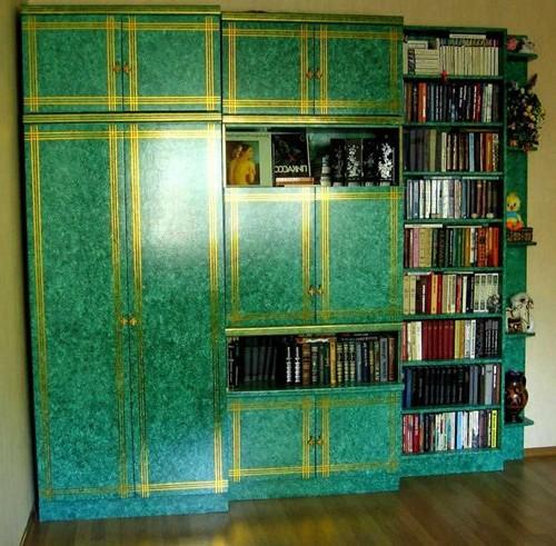 Стильный зеленый шкаф из старой советской стенки