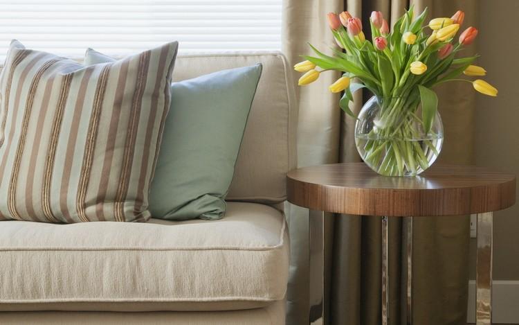 Напольные и настольные вазы в интерьере гостиной: эффектный дизайн в 55 фото-проектах
