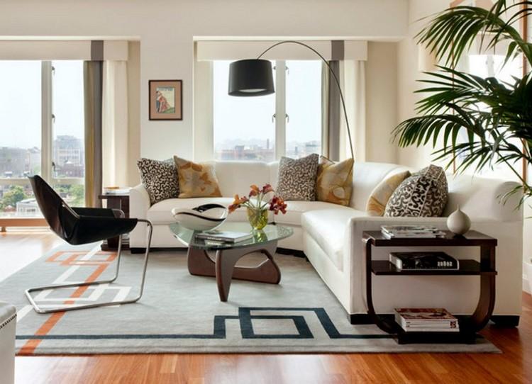 Угловой белый диван в дизайне современной гостиной