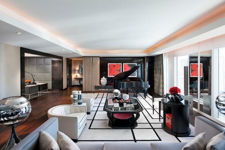 Ковер в интерьере гостиной: как правильно подобрать изысканный аксессуар для украшения комнаты ( 65 фото)