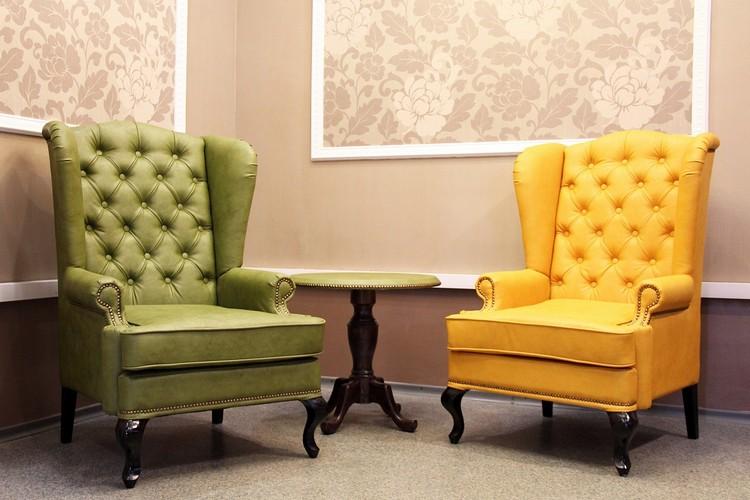 Кресло в интерьере гостиной: современные и необычные модели + 45 фото
