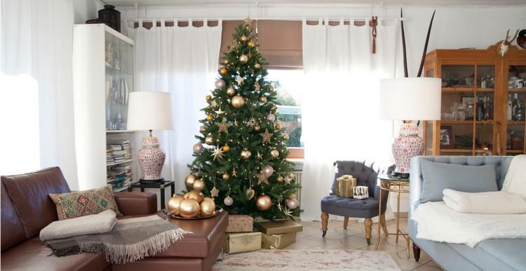 Новогодняя ель в гостиной: креативные и современные идеи оформления интерьера к Новому Году (55 фото)