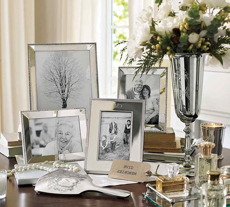 Фото в гостиной: как разместить фотографии, подобрать рамки, их размер и форму (30 фото)