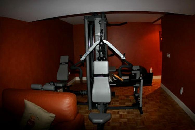 Спортивный уголок в гостиной: как вписать в интерьер комнаты спортивный инвентарь и не потерять комнату для отдыха (22 фото)